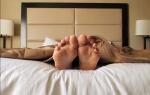 Почему нельзя спать ногами к двери. Приметы и советы