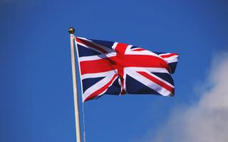Порвать на британский флаг. Откуда пошло выражение
