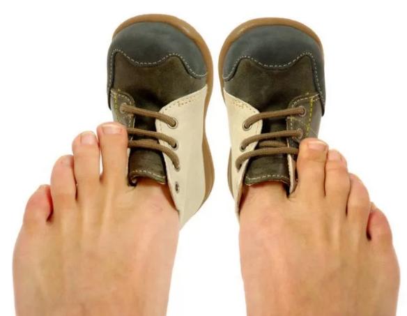 почему нельзя носить тесную обувь и туго затягиваться ремнем